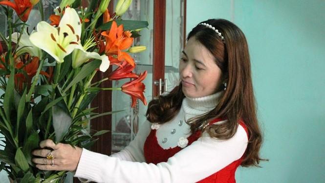 Chị Huỳnh Thị Ánh Hồng chuẩn bị cho những ngày tết Nguyên đán Bình Thân - Ảnh: Phan Giang
