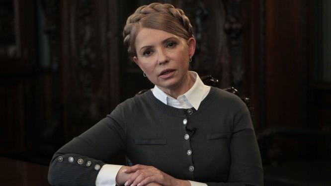 Hình ảnh quen thuộc của Tymoshenko trong mái tóc bím.