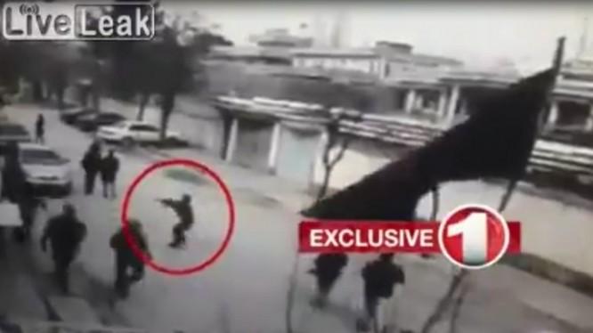 Kẻ khủng bố xả súng vào nhiều người ngoài đường phố ở phía tây thành phố Kabul của Afghanistan.