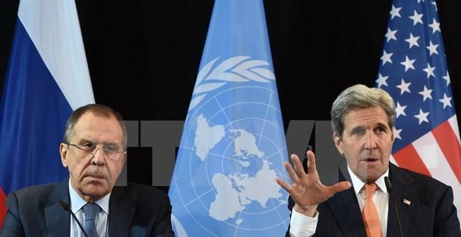 Ngoại trưởng Nga Sergei Lavrov (trái) và Ngoại trưởng Mỹ John Kerry tại cuộc họp báo hội nghị nhóm hỗ trợ quốc tế Syria ở Munich, miền Nam Đức ngày 12/2. (Nguồn: AFP)