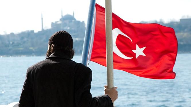 """Khước từ Bộ trưởng Quốc phòng Đức, Thổ đang """"phóng ngư lôi"""" vào NATO"""