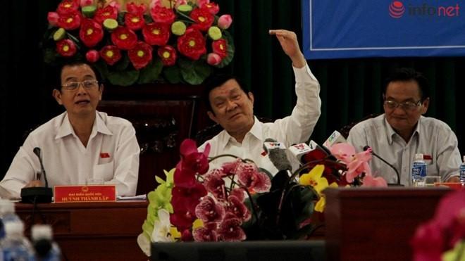 Chủ tịch nước Trương Tấn Sang trao đổi về các ý kiến đóng góp tại buổi tiếp xúc với các chủ doanh nghiệp trên địa bàn TP.HCM.