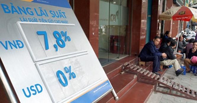 Treo bảng lãi suất 7,8%/năm nhưng với khoản tiền lớn ngân hàng vẫn chào lãi suất lên tới hơn 8%/năm. Ảnh: Ngọc Thắng.