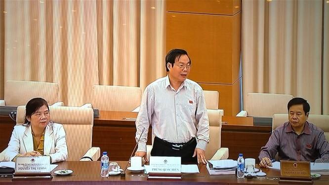 Chủ nhiệm UBTCNS của Quốc hội Phùng Quốc Hiển trong một phiên họp về ngân sách nhà nước. Ảnh TL