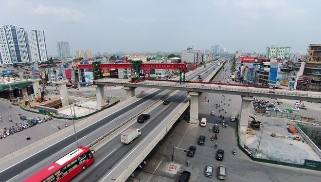 Kết cấu hạ tầng giao thông Hà Nội đang thay đổi, tuy nhiên việc kết nối là một bài toán khó. Ảnh: Mạnh Thắng.