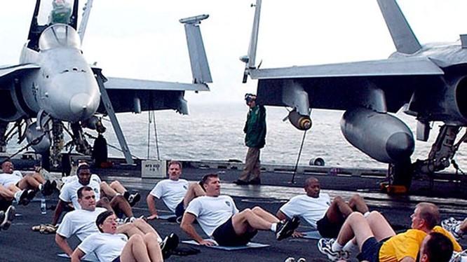 Một số thủy thủ phải uống thuốc giảm cân hoặc thậm chí hút mỡ để đảm bảo yêu cầu của lực lượng, theo Military.com - Ảnh: Hải quân Mỹ