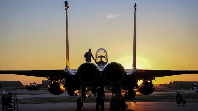 Không quân Mỹ đang thiếu phi công trầm trọng.
