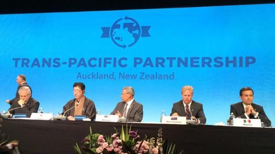 Các bộ trưởng 12 nước tham dự lễ ký Hiệp định TPP ngày 4-2-2016.