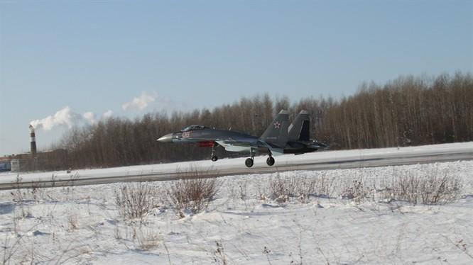Video: Hú vía pha tiếp đất như say rượu của Su-35