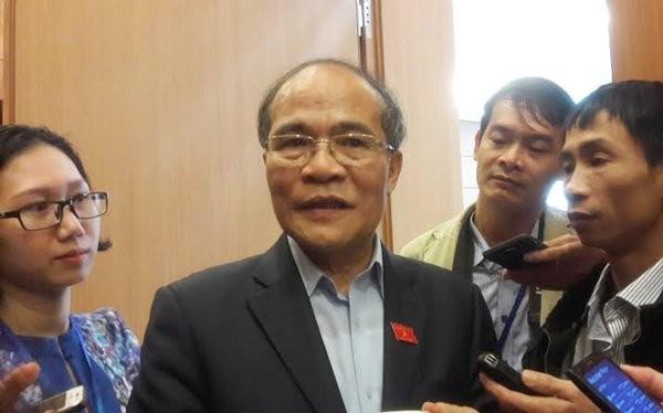 Chủ tịch QH Nguyễn Sinh Hùng trao đổi với báo chí sáng nay