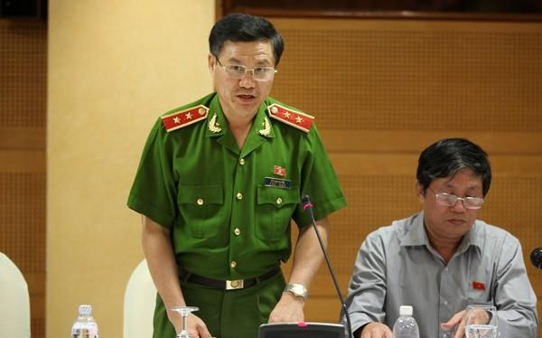 Đại biểu Đỗ Kim Tuyến cho rằng, cần phải đánh giá, rút kinh nghiệm việc lập đường dây nóng ở các bộ ngành, địa phương