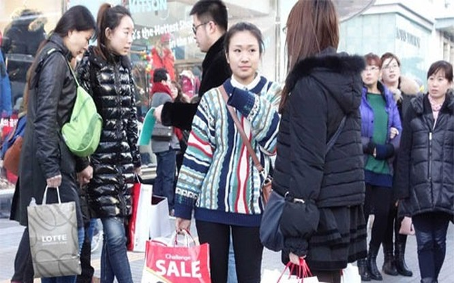 Một nhóm du khách Trung Quốc ở Hàn Quốc - Ảnh: Business Insider/Getty.