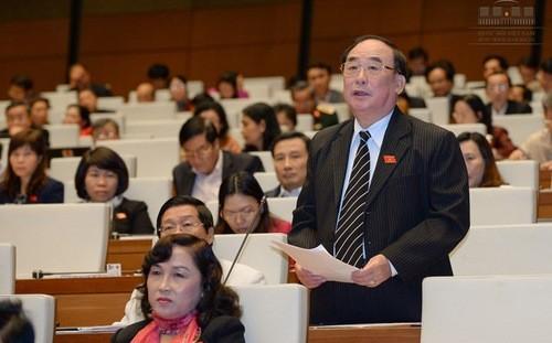 Đại biểu Trần Ngọc Vinh góp ý dự án Luật Tiếp cận thông tin.