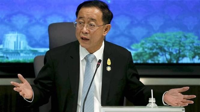 Bộ trưởng Giao thông Thái Lan Arkhom Termpittayapaisith cho biết Thái Lan sẽ tự bỏ vốn để xây dựng giai đoạn một của tuyến đường sắt kết nối Thái Lan với Trung Quốc. Ảnh: Reuters
