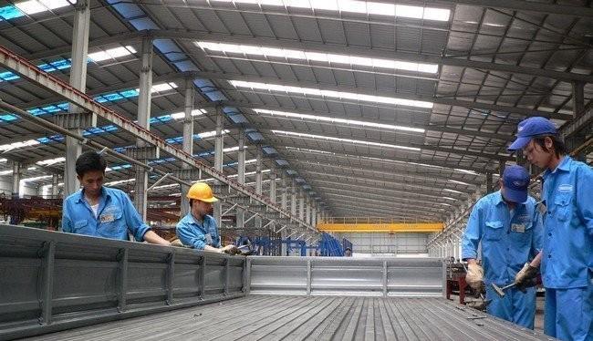 Hiện giá thép trên thị trường bắt đầu hạ nhiệt chứ không còn nhảy múa như vài tuần trước. Ảnh TL: sản xuất thép tại một nhà máy trong nước.