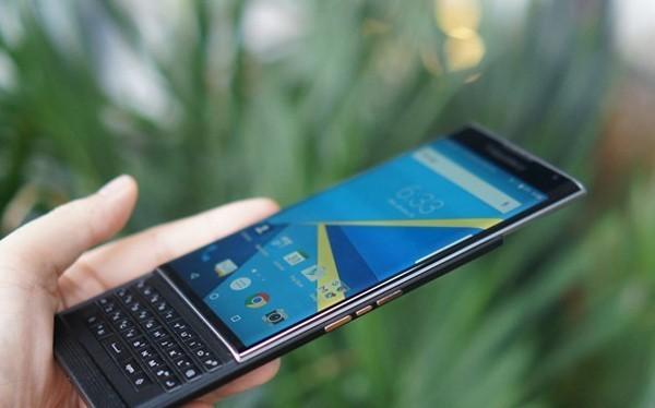 Mảng di động của BlackBerry đứng trước tương lai bấp bênh. Ảnh: Thành Duy.