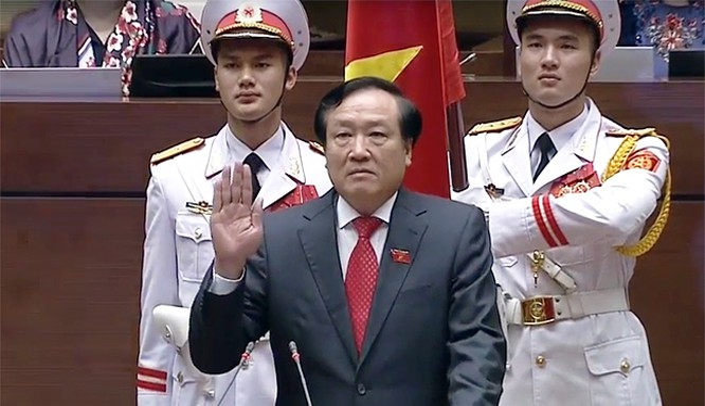 Tân Chánh án TAND Tối cao Nguyễn Hòa Bình tuyên thệ nhậm chức.