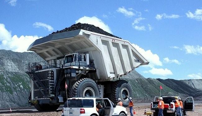 Xe tải hạng nặng ở một mỏ than ở Douglas, bang Wyoming (Mỹ). Ảnh: AP