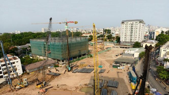 Công trình tòa nhà 128 Hồng Hà, Q.Phú Nhuận (TP.HCM) xây dựng chưa có giấy phép, trong khi chủ đầu tư đã nhận cọc của nhiều người mua nhà - Ảnh: Quang Định