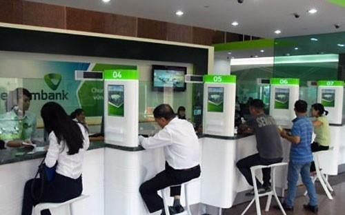 Vietcombank điều chỉnh mức ưu đãi lãi suất cho vay trung dài hạn VND về tối đa 10%/năm trong thời gian một năm để hỗ trợ các doanh nghiệp trực tiếp sản xuất kinh doanh.