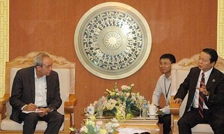 Bộ trưởng Bộ TN&MT Trần Hồng Hà làm việc với các chuyên gia quốc tế chiều 2/5