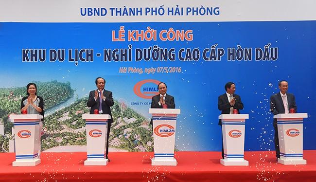 Thủ tướng bấm nút khởi công dự án.