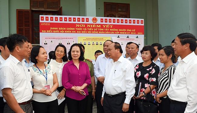 Thủ tướng Chính phủ Nguyễn Xuân Phúc trong buổi tiếp xúc với các cử tri Hải Phòng.