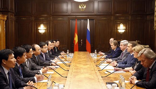 Thủ tướng Nguyễn Xuân Phúc gặp Chủ tịch Đu-ma Quốc gia Nga