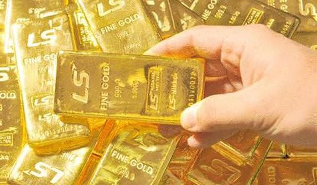Chưa có bất kỳ dấu hiệu nào cho thấy việc huy động vàng từ dân sẽ xảy ra, nhưng đã đến lúc NHNN từ bỏ vai trò độc quyền nhập vàng miếng, trả lại thị trường vàng cho người dân kinh doanh nó bình thường như một loại hàng hóa. Ảnh: Sina