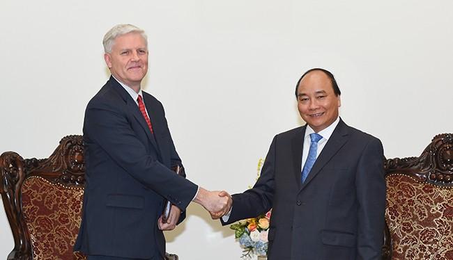Thủ tướng Nguyễn Xuân Phúc tiếp ông Eric Sidgwick, Giám đốc quốc gia Ngân hàng Phát triển châu Á (ADB) tại Việt Nam.