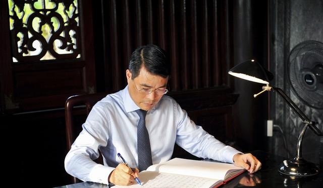 Ông Lê Minh Hưng, Thống đốc Ngân hàng Nhà nước Việt Nam kiêm giữ chức Chủ tịch Hội đồng quản trị Ngân hàng Chính sách xã hội thay ông Nguyễn Văn Bình.