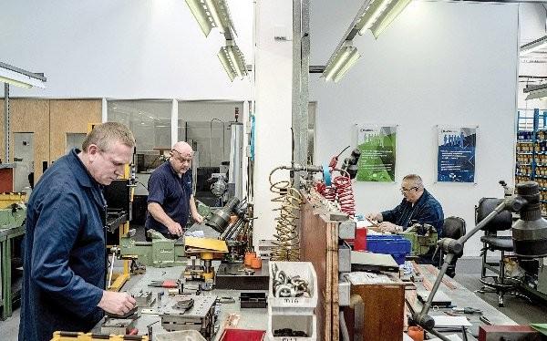 Nhà máy Brandauer đang chờ đợi hợp đồng mới từ Mỹ sau cuộc trưng cầu dân ý. Ảnh: NYT