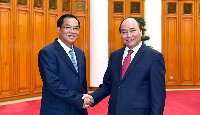 Thủ tướng Nguyễn Xuân Phúc tiếp Bộ trưởng Bộ Kế hoạch và Đầu tư Lào Xuphan Keomixay.