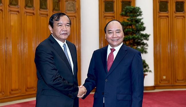 Thủ tướng Chính phủ Nguyễn Xuân Phúc tiếp Bộ trưởng Cao cấp, Bộ Ngoại giao và Hợp tác quốc tế Vương quốc Campuchia Prak Sokhonn.