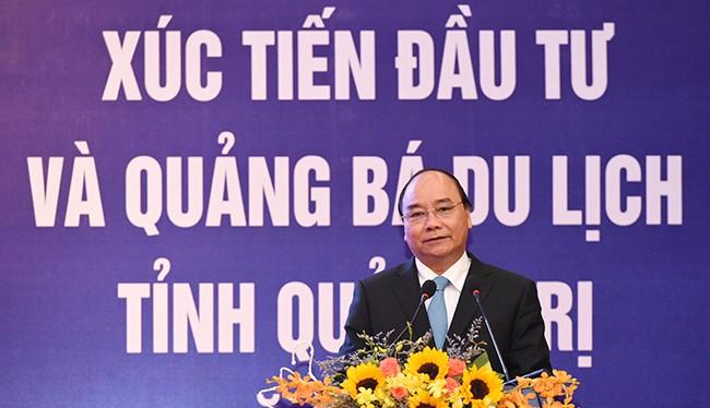 """""""Nói về phát triển kinh tế thì doanh nghiệp là tiên phong. Vì vậy, cần tạo điều kiện thuận lợi nhất cho các nhà đầu tư, doanh nghiệp đầu tư kinh doanh tại Việt Nam"""" Thủ tướng phát biểu tại Hội nghị Xúc tiến đầu tư và Quảng bá du lịch tỉnh Quảng Trị ngày 1"""