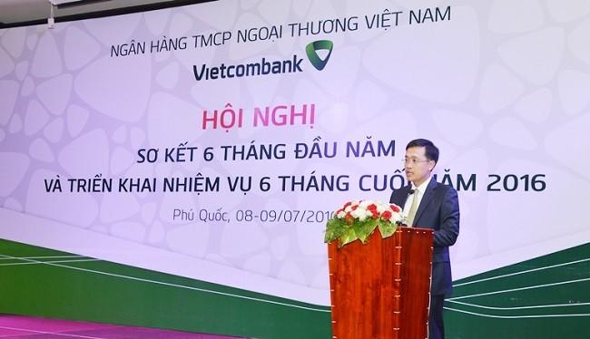 Ông Phạm Quang Dũng - Tổng giám đốc Vietcombank báo cáo kết quả kinh doanh 6 tháng đầu năm và kế hoạch triển khai 6 tháng cuối năm 2016.