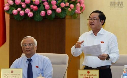 Phó chủ tịch Quốc hội Đỗ Bá Tỵ nói, ông rất băn khoăn trước khả năng thực hiện GDP không đạt.