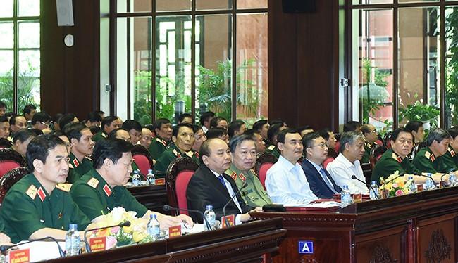 Thủ tướng Nguyễn Xuân Phúc tham dự Hội nghị Quân chính toàn quân 6 tháng đầu năm 2016.