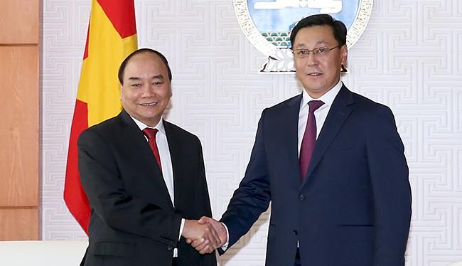 Thủ tướng Chính phủ Nguyễn Xuân Phúc hội đàm với Thủ tướng Mông Cổ J. Erdenebat.