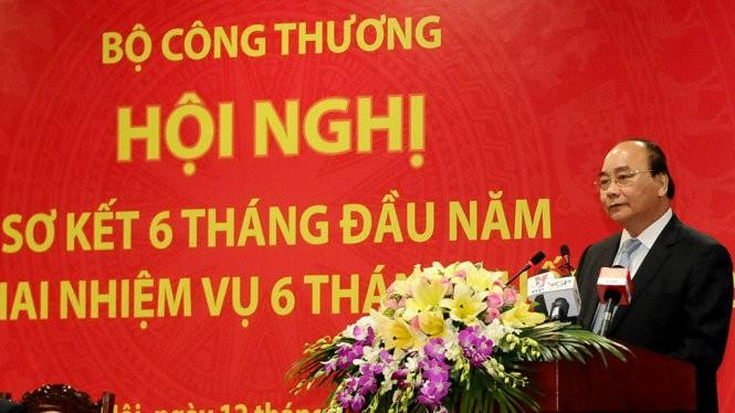 Thủ tướng Nguyễn Xuân Phúc yêu cầu Bộ Công thương cần tái cơ cấu ngay chính bộ máy của mình - Ảnh CẤN DŨNG (Tuổi trẻ)