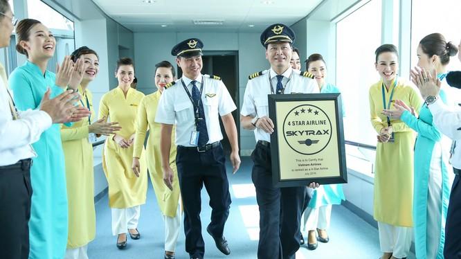 Phi hành đoàn mang chứng chỉ hàng không 4 sao của SkyTrax từ London về Việt Nam.