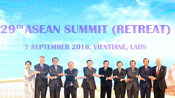 Thủ tướng Nguyễn Xuân Phúc tham dự Hội nghị cấp cao ASEAN.