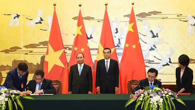 Thủ tướng Nguyễn Xuân Phúc và Thủ tướng Trung Quốc Lý Khắc Cường.