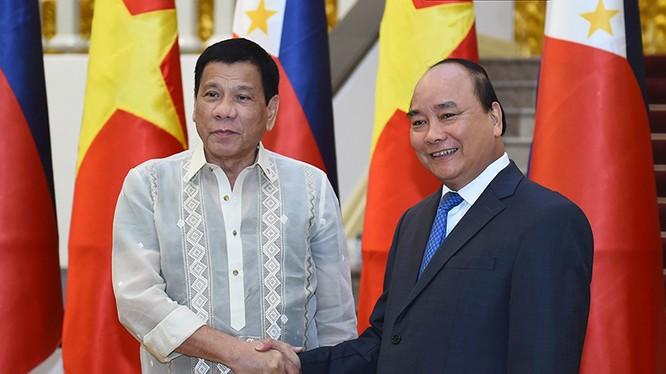 Thủ tướng hội kiến Tổng thống Cộng hòa Philippines Rodrigo Roa Duterte