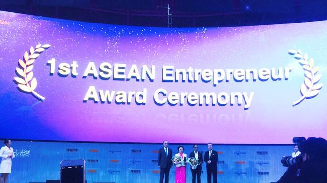 World Knowledge Forum 17 vinh danh Chủ tịch SeABank Nguyễn Thị Nga.