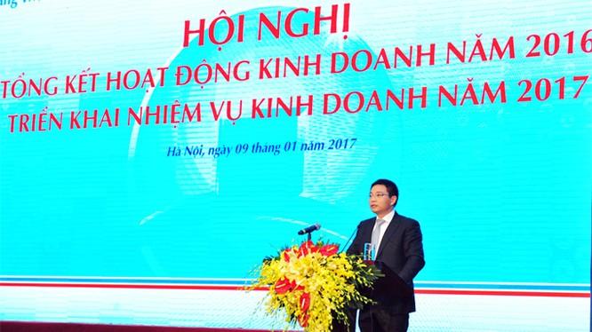 Ông Nguyễn Văn Thắng - Chủ tịch HĐQT VietinBank báo cáo kết quả kinh doanh của VietinBank 2016 Hội nghị (ảnh Tiến Lâm).