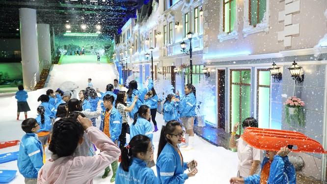 Du khách vui chơi ở Snow Town Sài Gòn. (Ảnh: Internet)