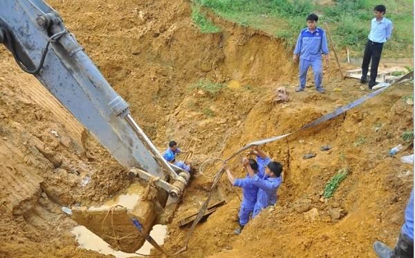 Mỗi lần đường ống nước sông Đà có vấn đề là hàng vạn hộ gia đình lại lao đao. (Ảnh: Internet)