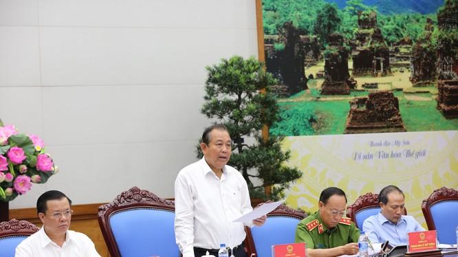 Phó Thủ tướng Trương Hòa Bình chủ trì hội nghị về chống buôn lậu, gian lận thương mại và hàng giả. (Ảnh: VGP)