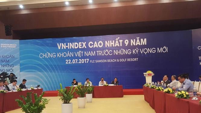 """""""Vn-Index cao nhất 9 năm: Chứng khoán Việt Nam trước kỳ vọng mới"""" là chủ đề của hội thảo này. (Ảnh: X.T)"""